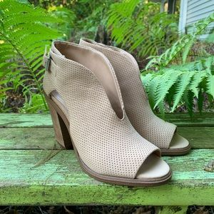 NWT Vince Camuto Kalei Suede V-Cut Bootie